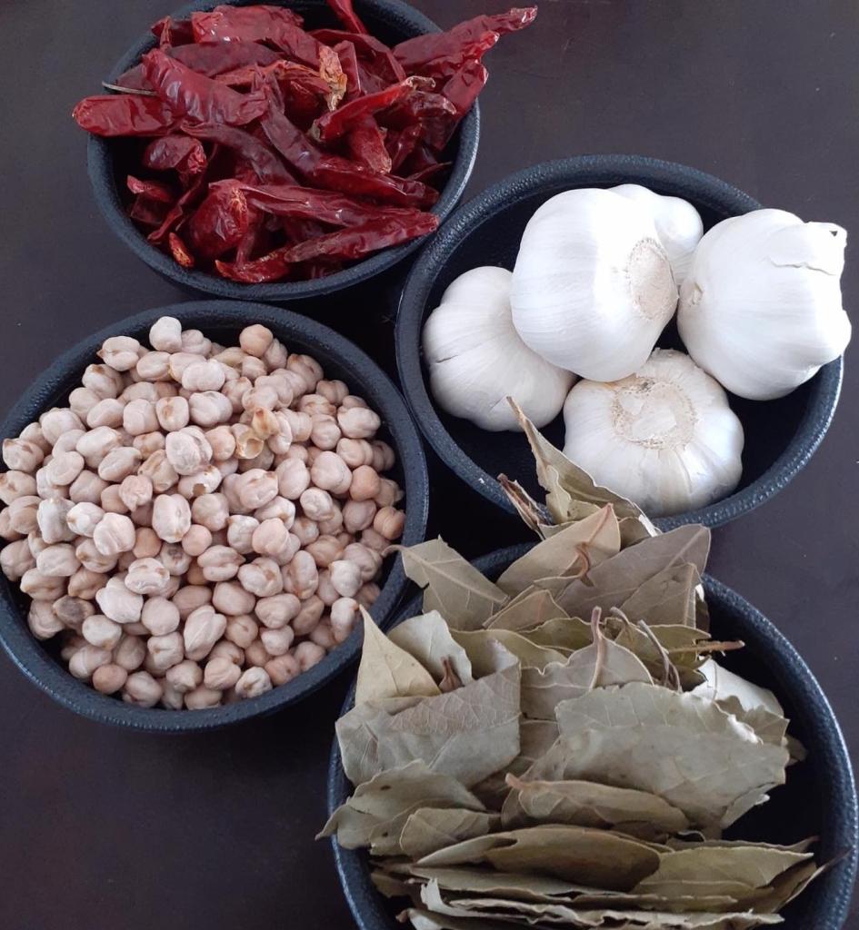 ingredientes para el consomé de los tacos de borrego